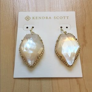 NWT Kendra Scott Mother Of Pearl
