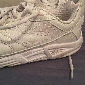 Brooks Shoes | Linear Platform Walking