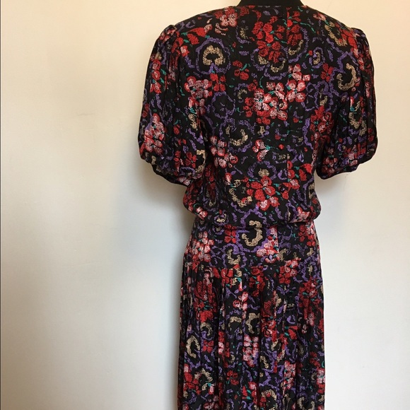 Vintage Dresses - Vintage Floral 100% Silk Puff sleeve dress