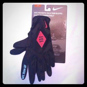 We Run SF Nike Womens Half Marathon Running Gloves