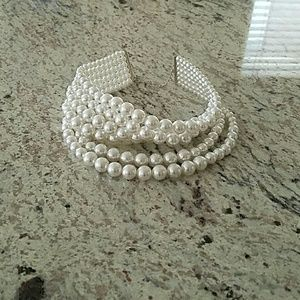 New faux pearl choker