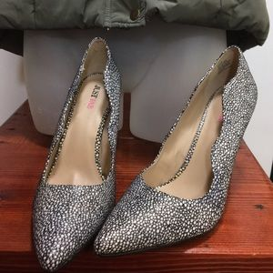 Size 9 JustFab Heels. NWOT.