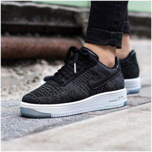 Nike Air Force 1 Flyknit Low Sneakers