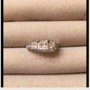 Jewelry - Ladies engagement ring