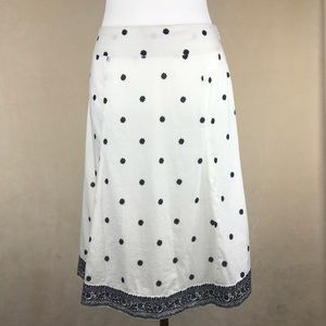 GAP Dresses & Skirts - Gap black and white floral skirt, a-line. Size 6.