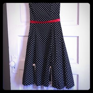 Dresses & Skirts - Pretty pin up dress!!!