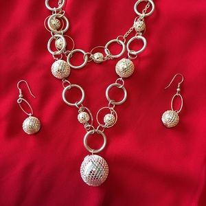 Silver Ball and Chain Necklace With Earrings