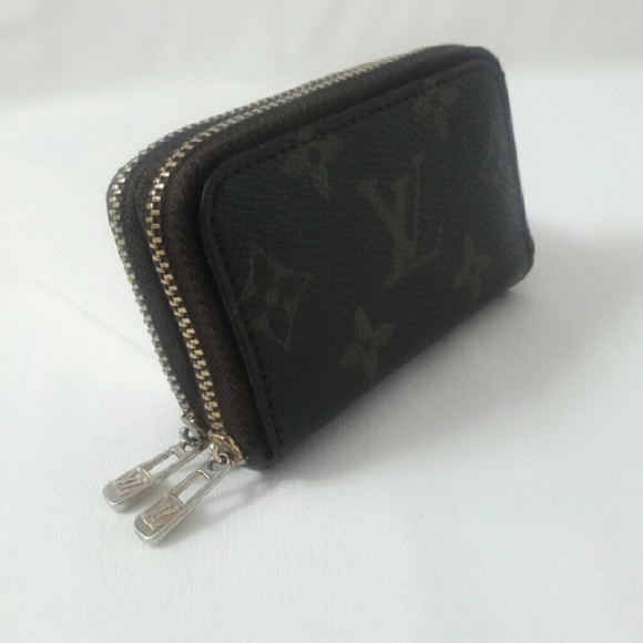 d0a02d5c0fc4 Louis Vuitton Handbags - Monogram Key holder 6 ring double zipper (NA)