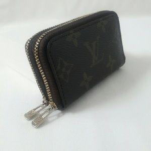 33526b9a Monogram Key holder 6 ring double zipper (NA)