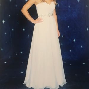 White Alyce Paris size 2 in perfect condition!! :)