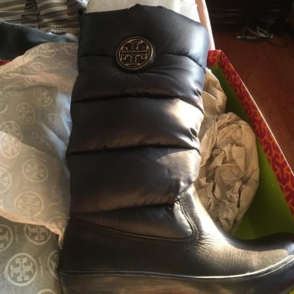 7661a4ce8e4 Tory Burch puffer boots