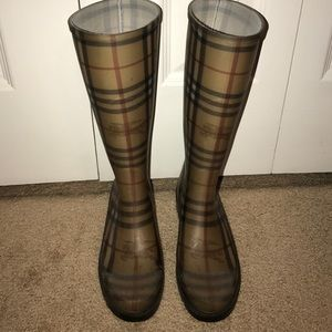 Burberry rain boots (AUTHENTIC)