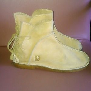 Baffin Shoes - Indie women's booties 10 leather moccasins yellow