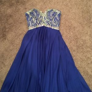 Tony Bowls Dresses & Skirts - Tony Bowls Blue prom dress
