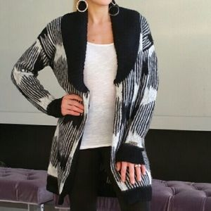 CHIC BLACK and WHITE COZY CARDIGAN