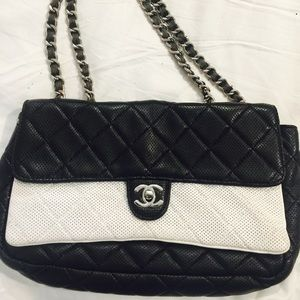 CHANEL Handbags - AUTHENTIC CHANNEL LARGE VINTAGE FLAP OVER❤