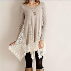 NWT beige and lace tunic