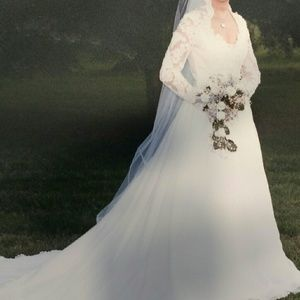 Vintage 1980's Lace Sleeve Wedding Dress