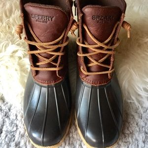 Sperry Shoes - NWB Sperry Womens Saltwater Duck Boots