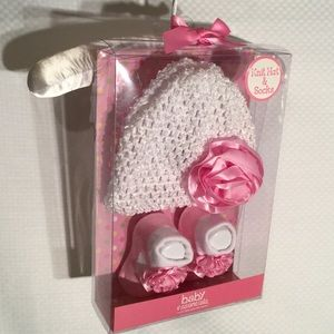 Baby Essentials Other - Baby girl hat socks set