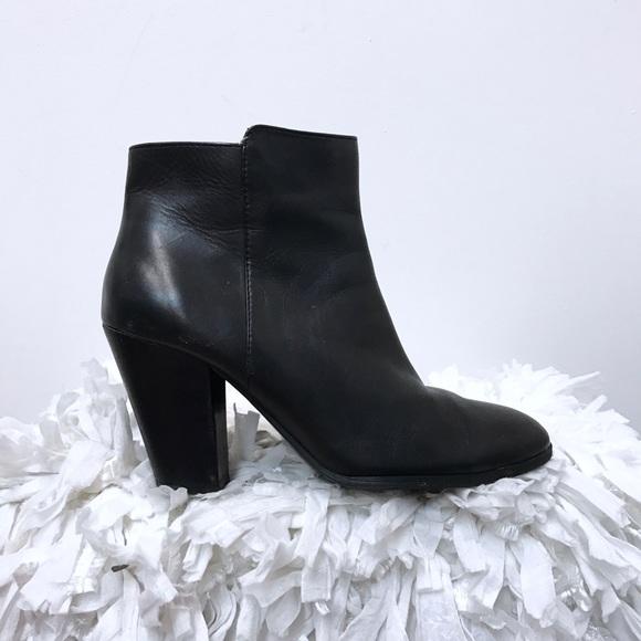94d2bf5db2f Adrienne Vittadini ankle boots sz 7 black