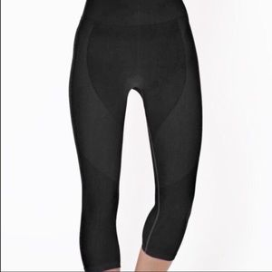 Electric Yoga Pants - 🎉1 hr sake NWT Groove Capri Black -Electric Yoga