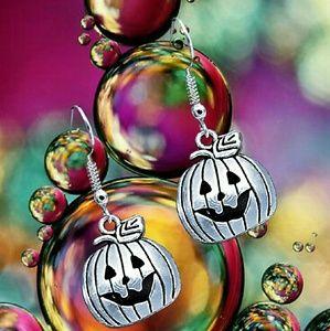 Jewelry - The Great Pumpkin Retro Style Earrings