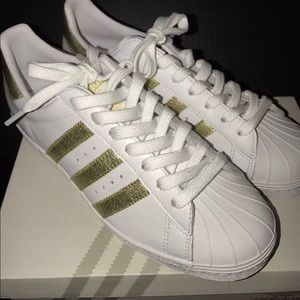 Adidas Shoes - Adidas White Superstar Sneakers w/Gold Stripes 7.5