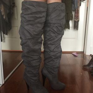 Shoes - NWOT Suede thigh high boots👠