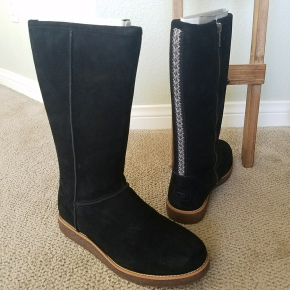 f3ee54c52bd Rue UGG suede woman's boot NWT