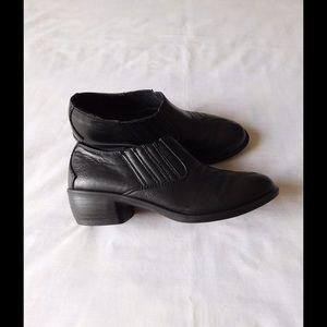 Sbicca Shoes - Fancy Black Booties W/Cute Design