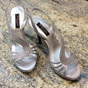 Nina  Shoes - Silver and rhinestone heels size 6 Never Worn
