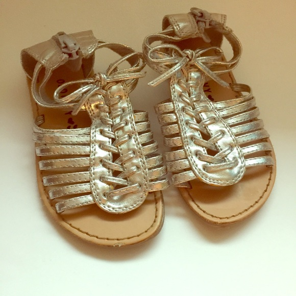 19c36761524 Old Navy silver gladiator sandals toddler girl 7. M 587e66aaa88e7d400100fba3