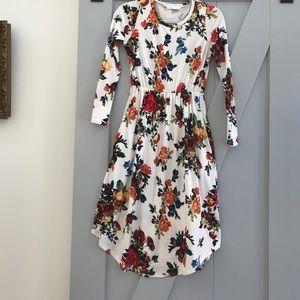 Dresses & Skirts - Long sleeve white floral dress