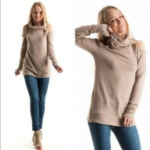 LAST ONESALECold shoulder knit top