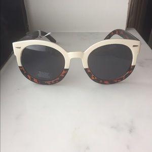New! UO Round Sunglasses