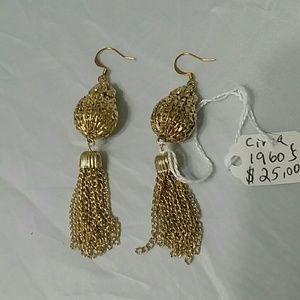 Jewelry - Beautiful Vintage Gold Dangle Earrings