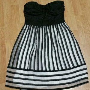 Minuet Dresses & Skirts - Flash Sale! Lovely Strapless