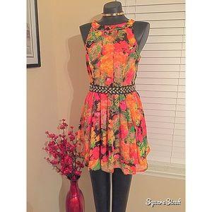 Dresses & Skirts - Floral flounce mini dress from Dillard's! 🌺