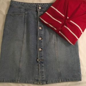 Old Navy Dresses & Skirts - Old Navy button denim skirt