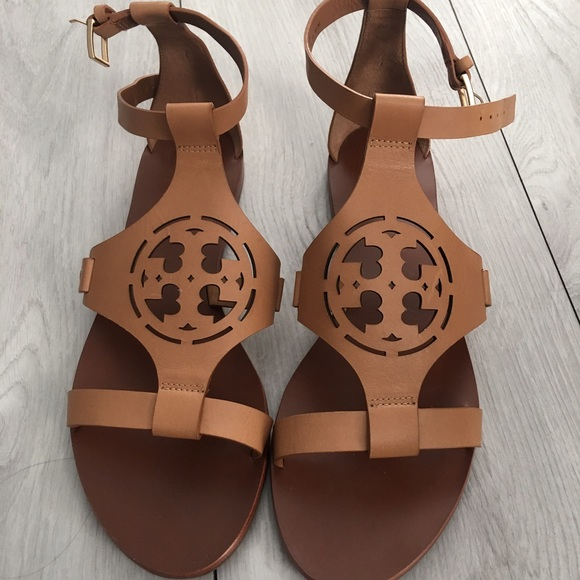 e600d91fe9b7 Tory burch zoey sandals size 8.5. M 587ec3432599fe5655008171