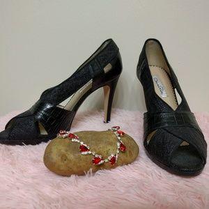 Oscar de la Renta Shoes - Oscar de la Renta Black Pumps