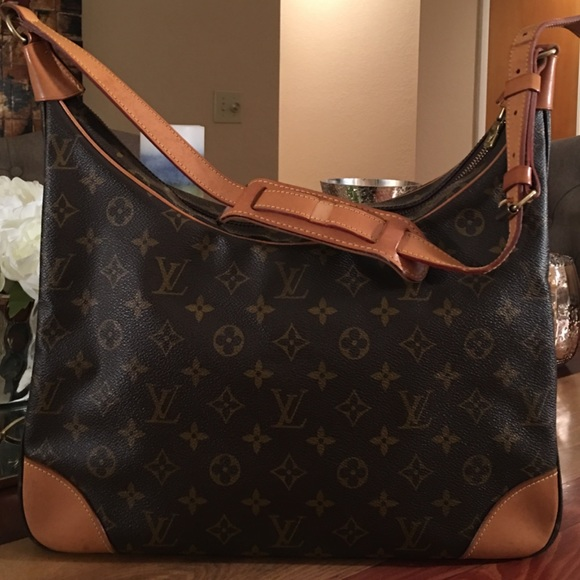 Louis Vuitton Handbags - AUTHENTIC LOUIS VUITTON BOULOGNE 35 e4a1fb9c7c806