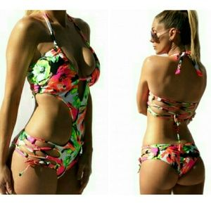 @breauxmode Other - [Small] ✴ Peek-A-Boo Monokini