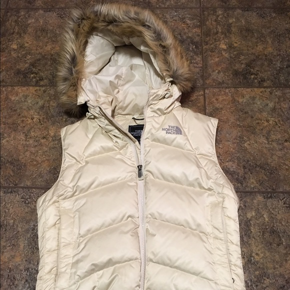 North Face 550 Hooded Vest with Faux Fur-Small. M 587ef340c28456bdcf00d77a 011482ea3