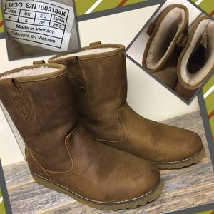 UGG Other - Ugg Redwood Boys Boots 6