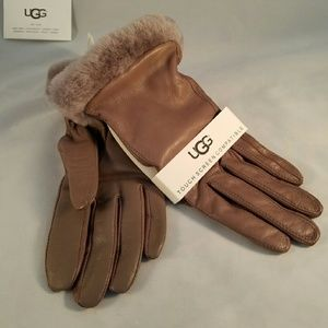 UGG Accessories - WOMEN'S CLASSIC LEATHER SMART GLOVE