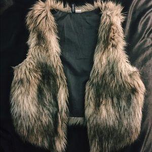 🦄 H&M Faux Fur Vest