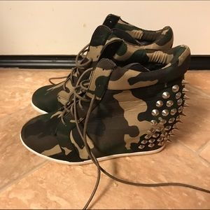 Shoes - NEW studded army laceup sneaker wedges