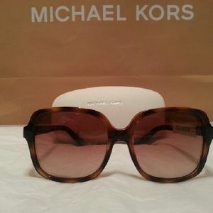 f000eb9f41a70 Michael Kors Accessories - Michael Kors